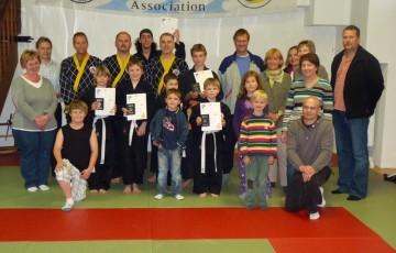 Teilnehmer der 37. Shinson Hapkido Kup Prüfung im Dojang Hasselroth